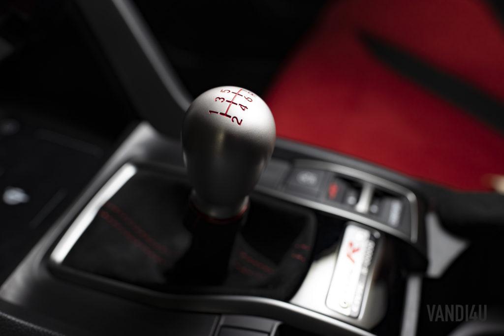2021 Honda Civic Type R gear lever