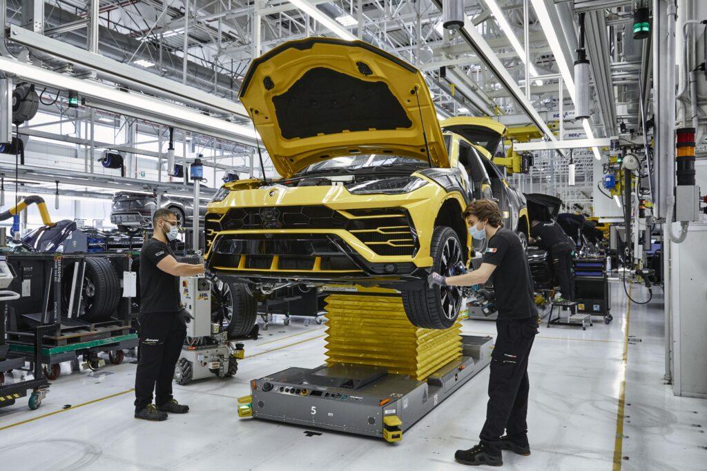 Automobili Lamborghini rolls out 15,000th Urus | Vandi4u